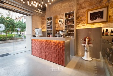 beautiful-local-in-the-old-town-in-traspaso-palma-de-commercial-11980684