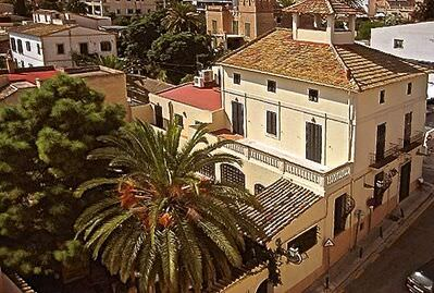 lordly-mallorquin-house-with-beautiful-views-to-palmas-bay-palma-de-house-13866489