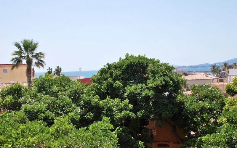 luminous-apartment-with-sea-views-in-a-palma-de-mallorca-apartment-9247367